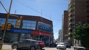 Los colores se mezclan en el edificio de 25 de Mayo y 9 de Julio en Paraná. Foto UNO.