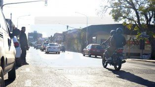 Quieren prohibir que transite más de una persona por moto