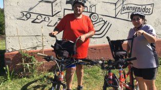 La pareja de ciclistas.