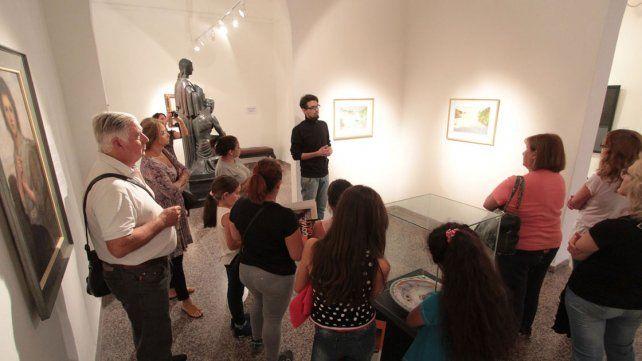 Grandes y chicos. El museo de Bellas Artes convocó sobre todo a un público familiar.