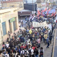 Marcha Federal: docentes de seis provincias confluirán este martes en Paraná