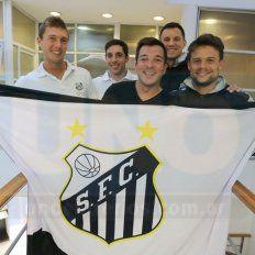 Parte del plantel del Santos que viajará a la sede central.