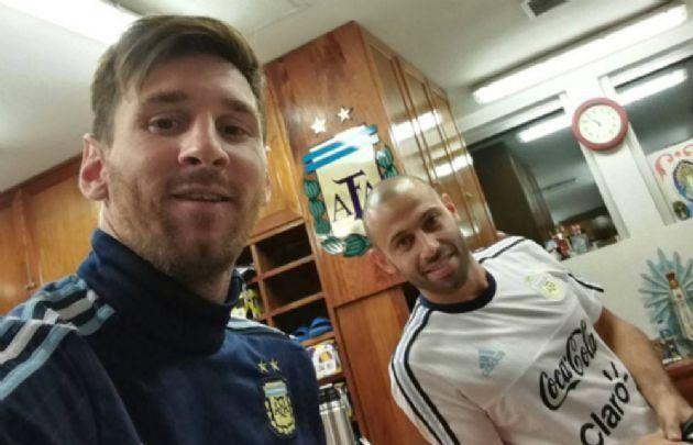 Messi y Mascherano arribaron a la Argentina