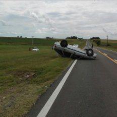 Volcó en la ruta 12 tras colisionar con otro vehículo