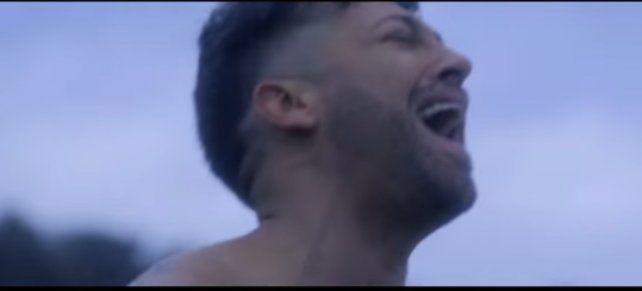 Pablito Ruiz se desnudó en su nuevo video
