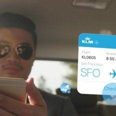 Al consultar el estado de un vuelo en el teléfono la respuesta inmediata es mediante un chatbots.