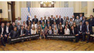 La foto de los diputados. Entre los legisladores se ve al entrerriano Marcelo Monfort, a la derecha.