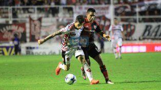 Lautaro Comas jugó un buen primer tiempo y después sintió el esfuerzo.