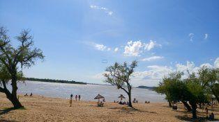 La playa del balneario Municipal de Paraná recibió una buena cantidad de visitantes. Foto UNO.