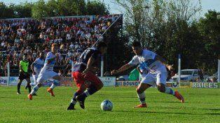 El Depro se sacó la mufa y festejó su primera victoria ante el Lobo uruguayense.