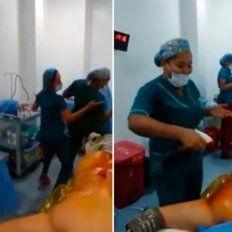 Se viralizó un video de enfermeras bailando en un quirófano con el paciente anestesiado