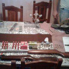 Secuestran arsenal en barrio Lomas del Mirador 2