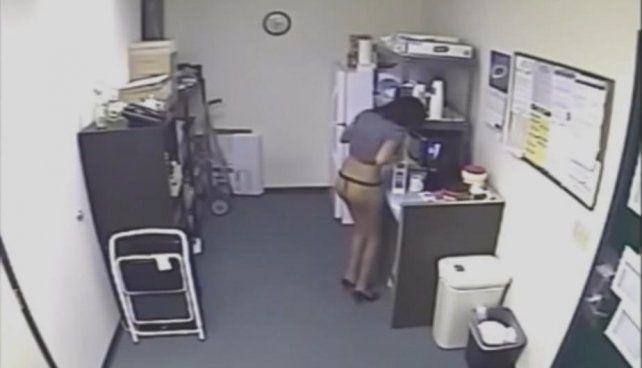 El jefe puso una cámara de seguridad en la empresa y descubrió esto