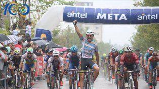 La llegada de la cuarta etapa disputada ayer y que fue ganada por el ciclista puntano Enzo Josué Moyano.