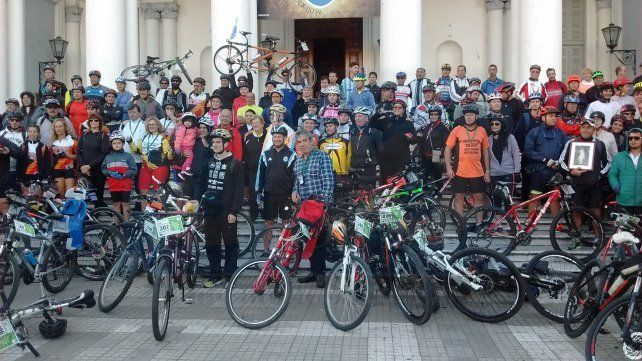 Cientos de fieles partieron desde Paraná para recorrer en bici pueblos e iglesias