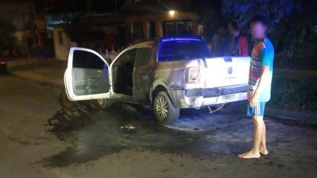 Paraná: Arrojaron una bomba molotov a una camioneta estacionada