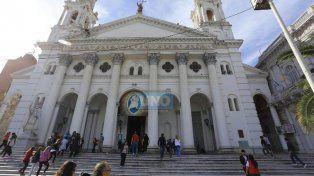 Este Viernes Santo peregrinos recorren las Siete Iglesias por las calles de Paraná