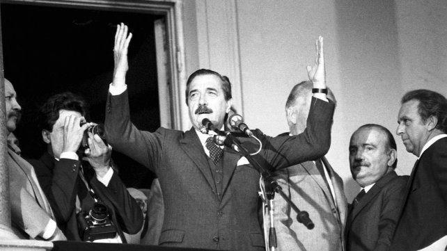 La casa está en orden. Desde la Rosada Raúl Alfonsín dio por terminado el alzamiento militar.