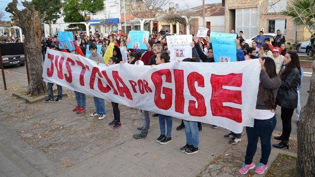 Pendiente. El sábado habrá una nueva marcha pidiendo justicia por la joven de 19 años.