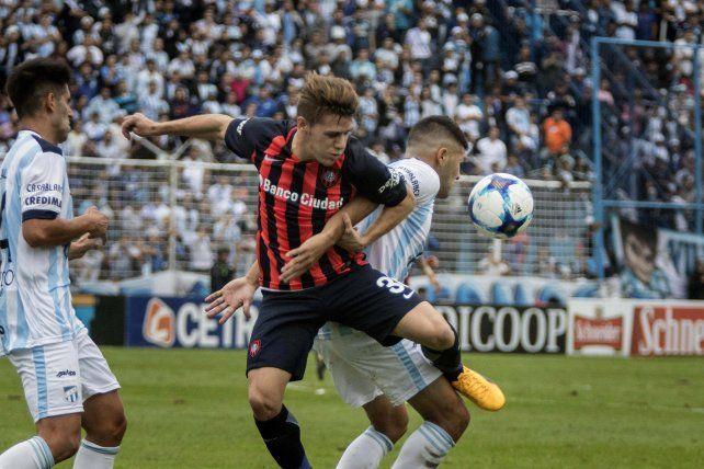 San Lorenzo sufrió un duro golpe en la pelea por el título al ser derrotado por Atlético Tucumán