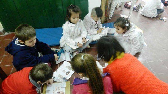 Poetas. Los niños trabajaron en un taller de poesía.