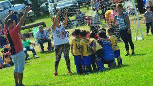 En Azul y Oro hicieron su presentación los pequeños de la categoría 2012/2013.