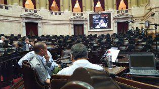 Las lugares de los diputados oficialistas estuvieron vacios a la hora de comenzar la sesión.