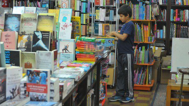 Educación. Advierten que a los altos costos de los libros se le suma el poco incentivo a la lectura.