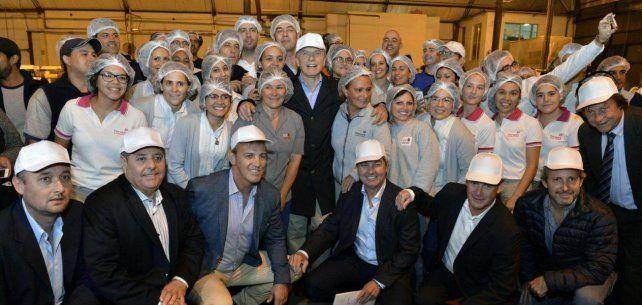 El presidente Macri en una empresa de Paraná. Foto Facebook Ayelén Acosta.