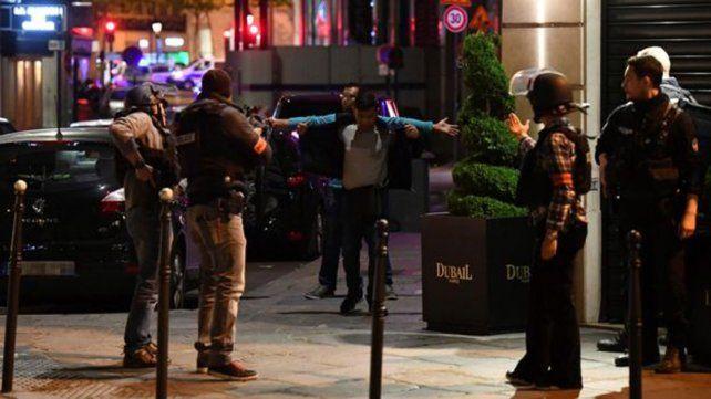 Confirman dos muertos en París: un policía y el atacante