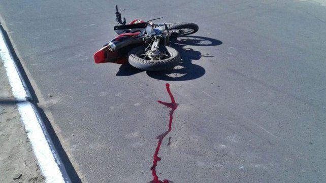 Motociclista está grave tras chocar con otra moto que se dio a la fuga