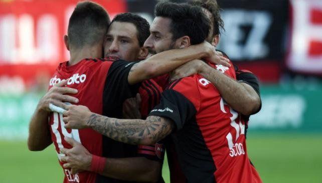 Newells goleó a Aldosivi y le mete presión a Boca