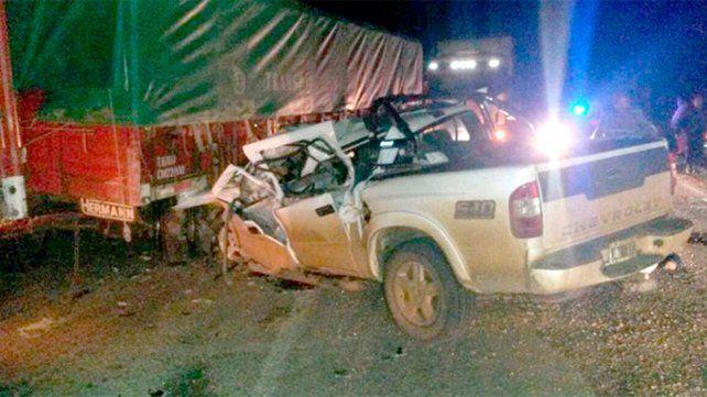 Un hombre murió tras el choque frontal de un camión y una camioneta