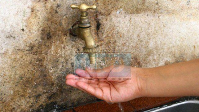Por la reparación de un caño, no hay agua en varios barrios de Paraná