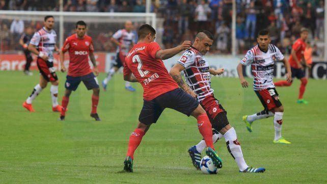 El Santo vuelve al Grella después de la dura caída ante el Rojo. El empate con Boca le dio otro ánimo.