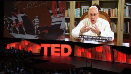En una charla TED, el papa Francisco pidió humildad a los más poderosos