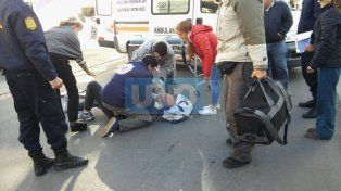 Un hombre fue hospitalizado tras ser chocado por una camioneta