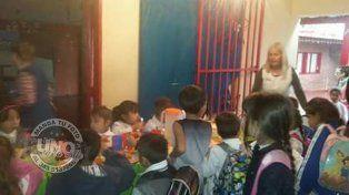 La comunidad de la escuela Bartolomé Mitre realiza una colecta y pide que reparen el edificio