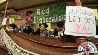 La militancia ambiental estuvo presente en el recinto pero festejó con cautela.