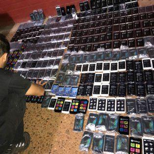 Los teléfonos entraban al país en forma ilegal para luego venderlos en el mercado legal. Foto AFIP.