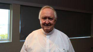 Loable labor. En 2015 el sacerdote fue reconocido como personaje destacado por diario UNO.