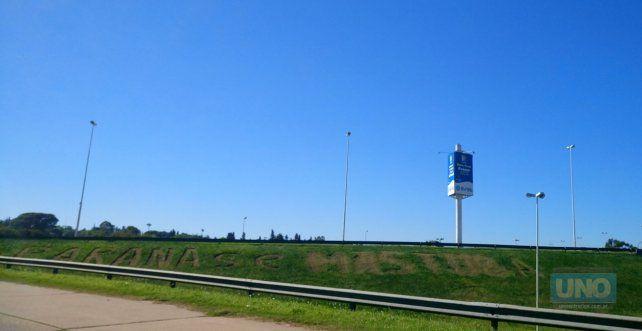 Como en la zona se transita a alta velocidad nadie sabe muy qué dice. Foto UNO.