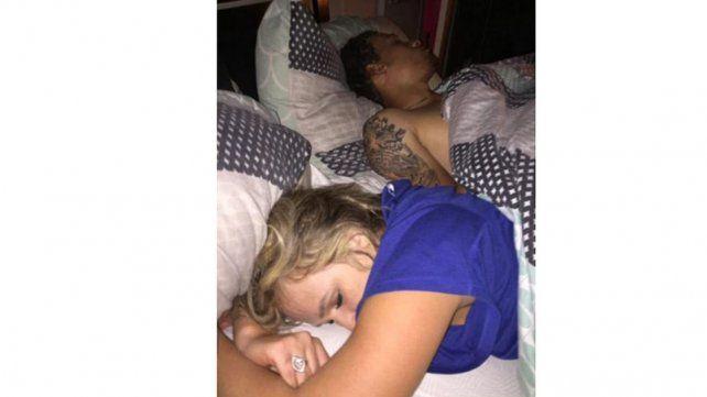 Un hombre sorprendió a su novia con otro en la cama y la escrachó en las redes sociales