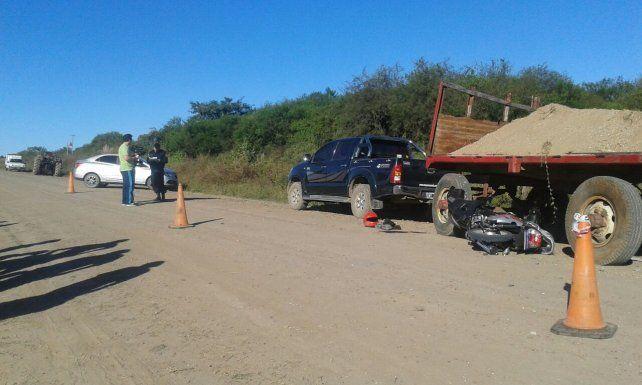 Una motociclista murió tras chocar contra una camioneta