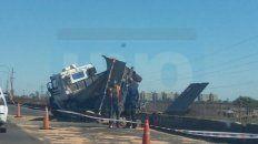 el vuelco de un camion en ruta 168 reavivo la polemica por el servicio de transporte entre parana y santa fe