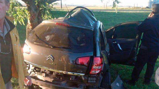 Murió el conductor del Citroën que chocó contra un árbol en la ruta 11