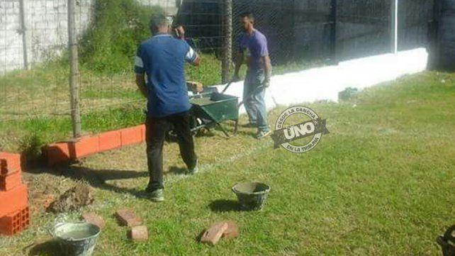 En Peñarol aprovecharon el Día del Trabajador para arreglar la cancha