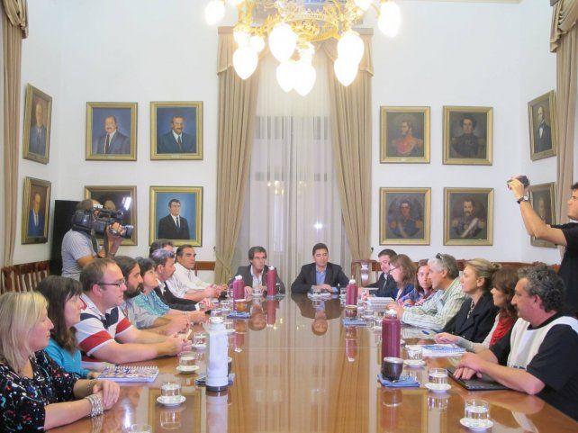 Funcionarios del Ejecutivo y los dirigentes gremiales se reunieron hoy en la Casa de Gobierno.