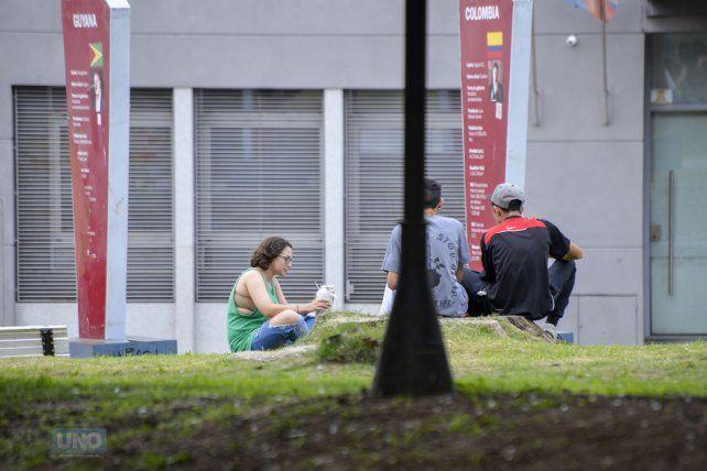 Mates en la plaza. Foto UNO Mateo Oviedo.