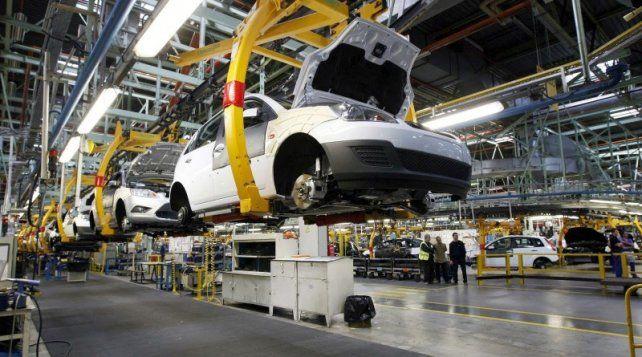 La producción de autos continuó su desplome en octubre: 16,4%, según ADEFA